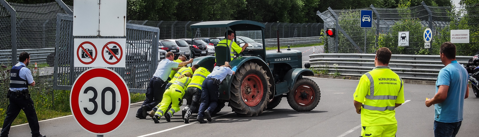 Marshalls and Polizei push the classic tractor out of the way